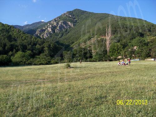 Сопот Рок Фест 2013 - огромнатa поляна на фестивала, закътана от мощните възвишения на Балкана